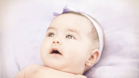 Quelles boucles d'oreilles pour bébé?