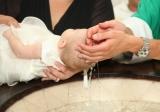 La médaille, le cadeau incontournable pour le baptême de bébé